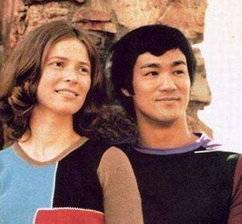 李小龙一秒能打多少拳 琳达为什么选择嫁给李小龙的弟子