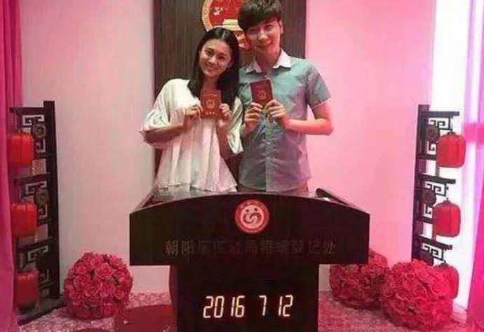 安悦溪的老公资料 和一名很帅气的男子结婚了