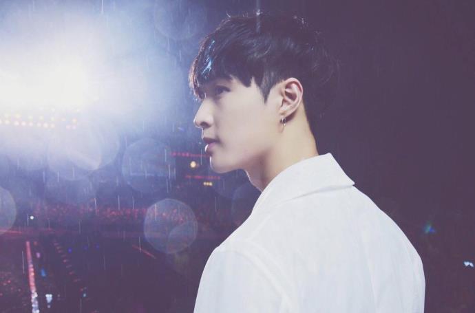 张艺兴与归国四子关系不和吗 只有他一人还留在EXO