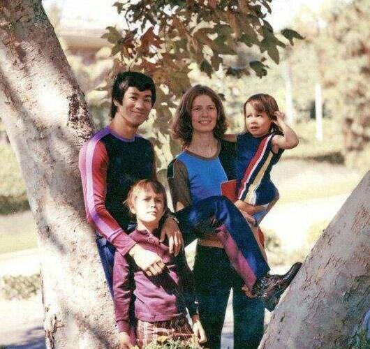 李小龙老婆改嫁谁 汤姆和琳达结婚是为了套出李小龙的秘密