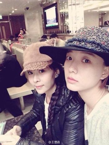王珞丹孪生姐姐王楚涵 参加综艺节整蛊亲姐姐