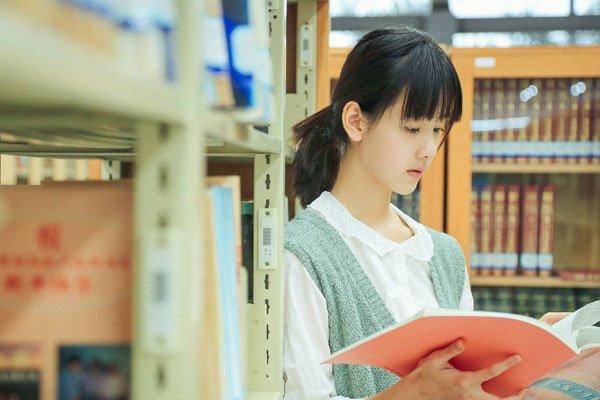 陈都灵高中时期的照片 纯天然没有整过容的脸